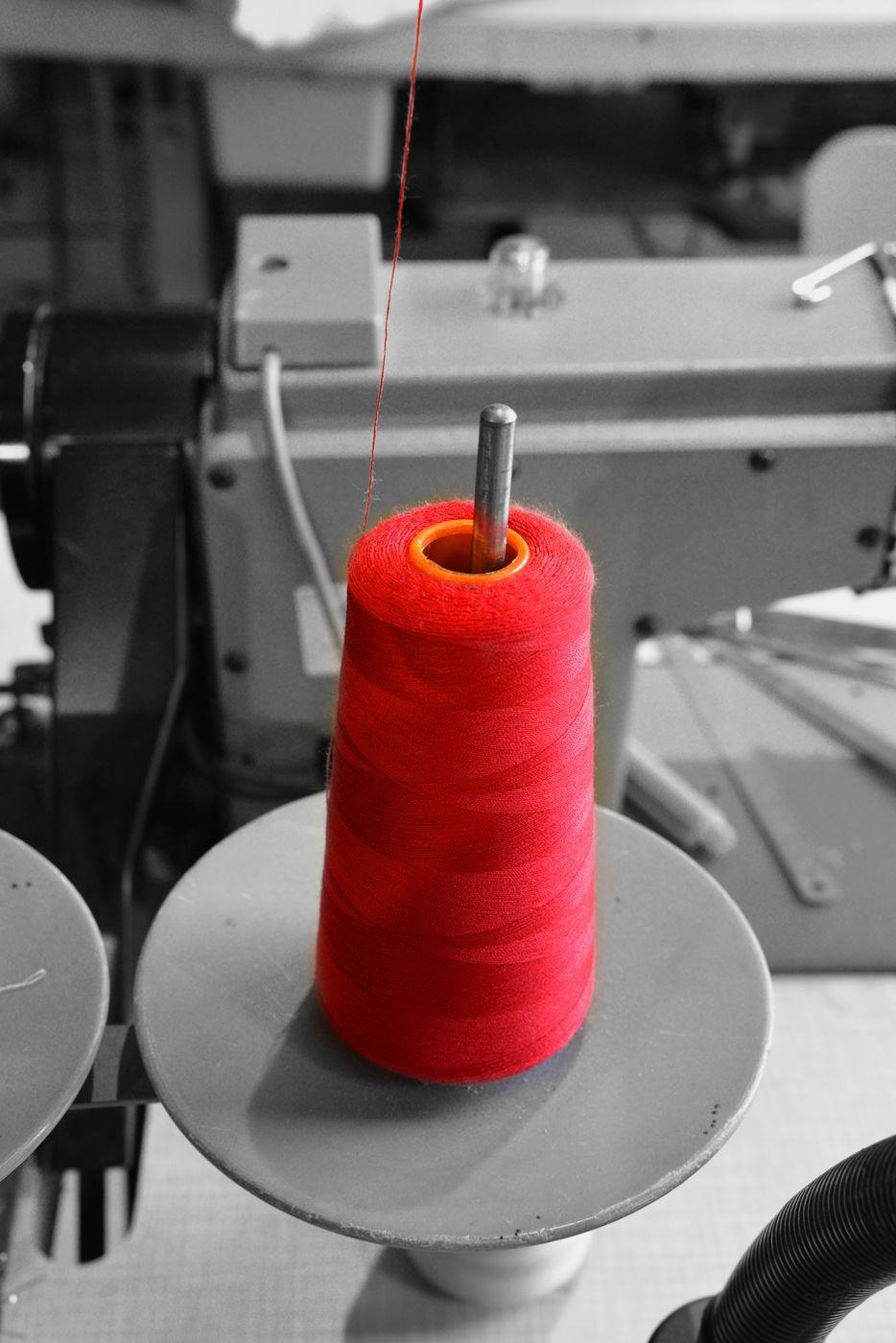 Savoir faire francais babine de fil de couture rouge