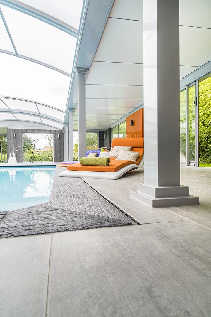 bain de soleil confortable pour bord de piscine