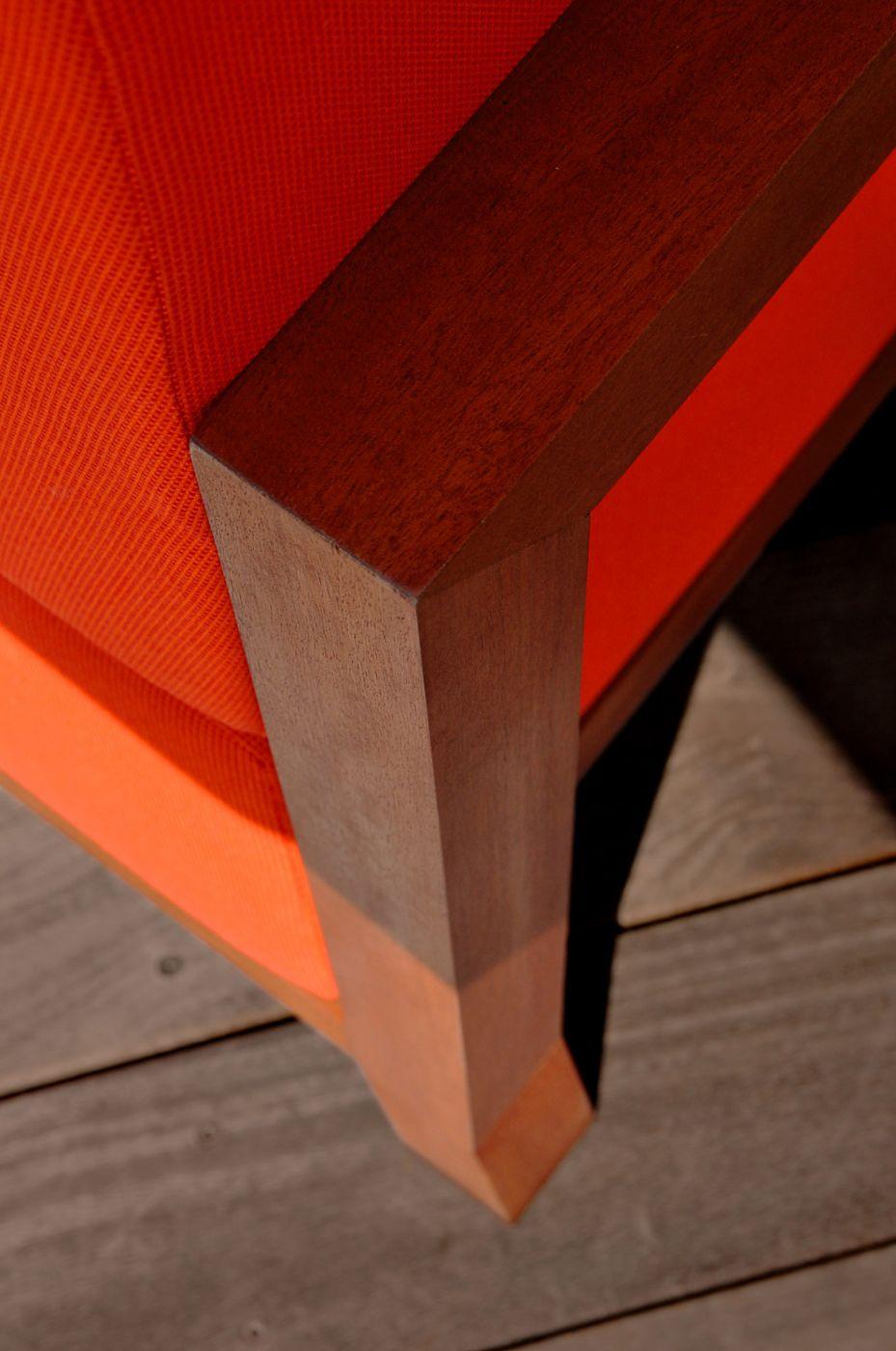 chauffeuse de jardin design orange pour terrasse