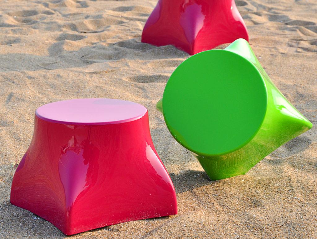 pouf de jardin design en polyester sur plage