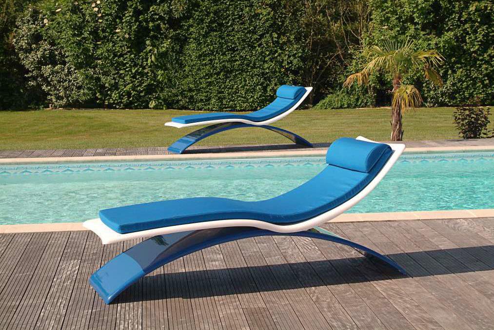 bain de soleil haut de gamme pour bord de piscine