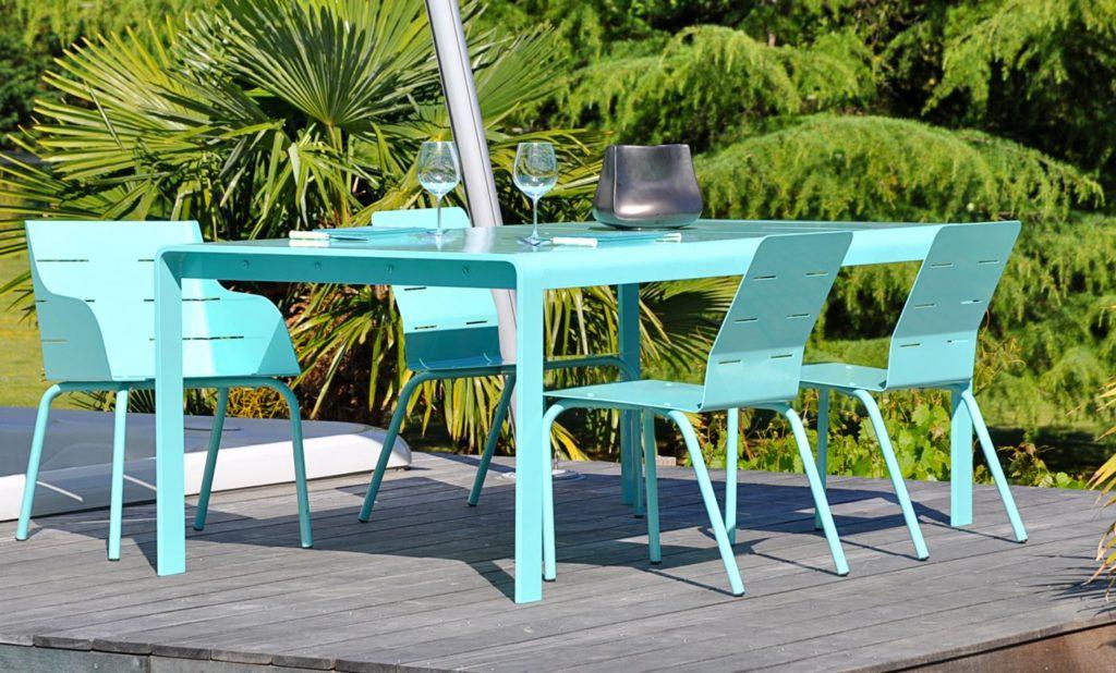 chaise jardin aluminium design bleu avec fauteuil et table