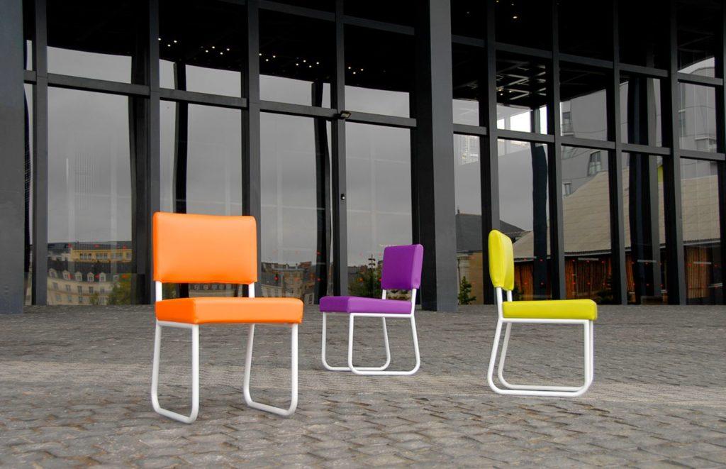 chaise jardin couleur orange violet vert