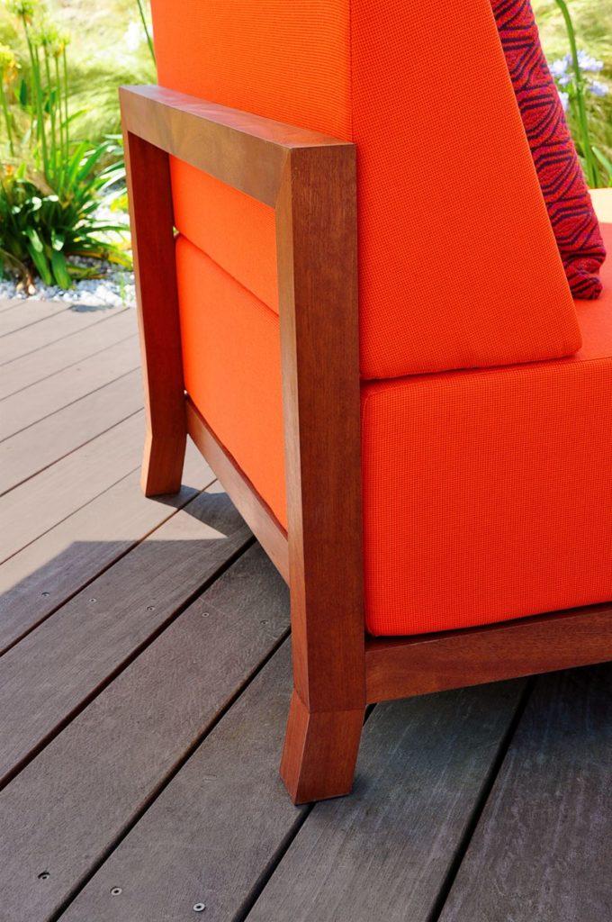 chauffeuse de jardin design en bois pour terrasse