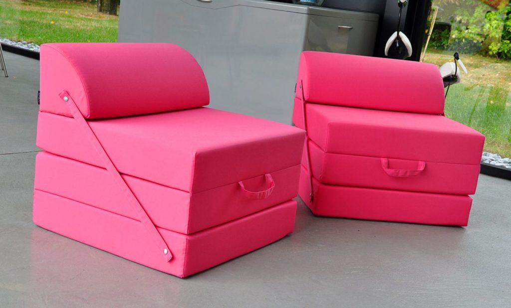 pouf exterieur design en tissu rose pour terrasse