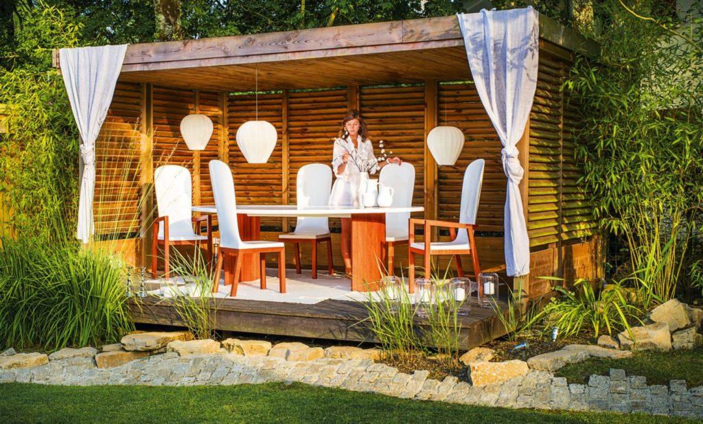 table de jardin haut de gamme pour déjeuner à l'exterieur