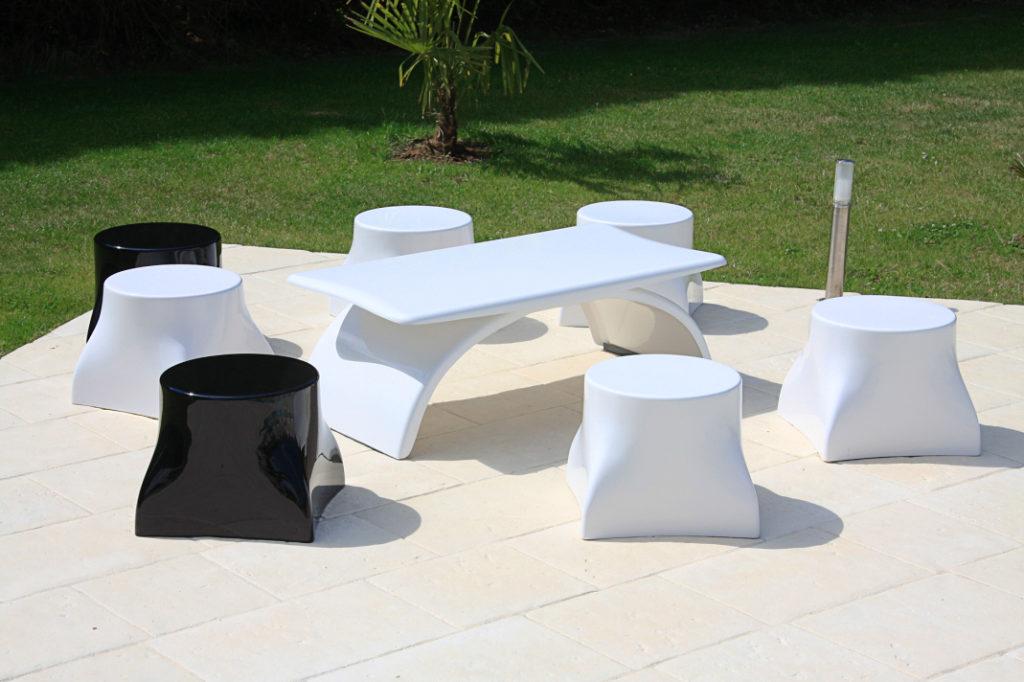 pouf de jardin design avec table pour terrasse