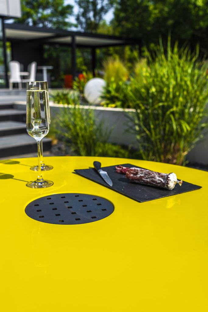 table ronde extérieur design en composite avec grille centrale
