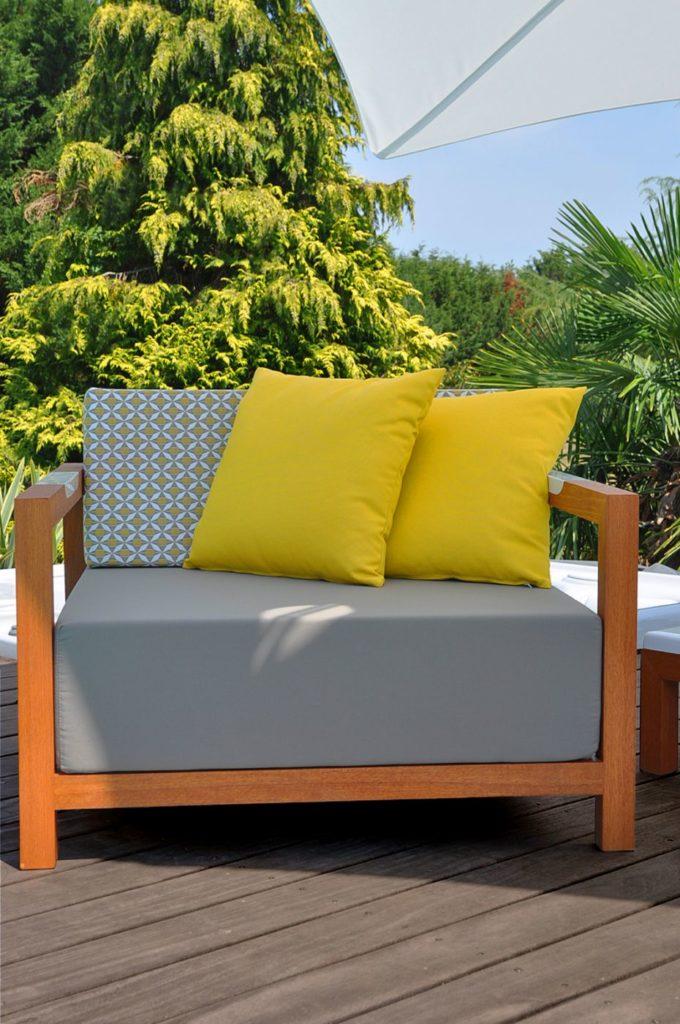 fauteuil lounge design confortable avec coussins épais