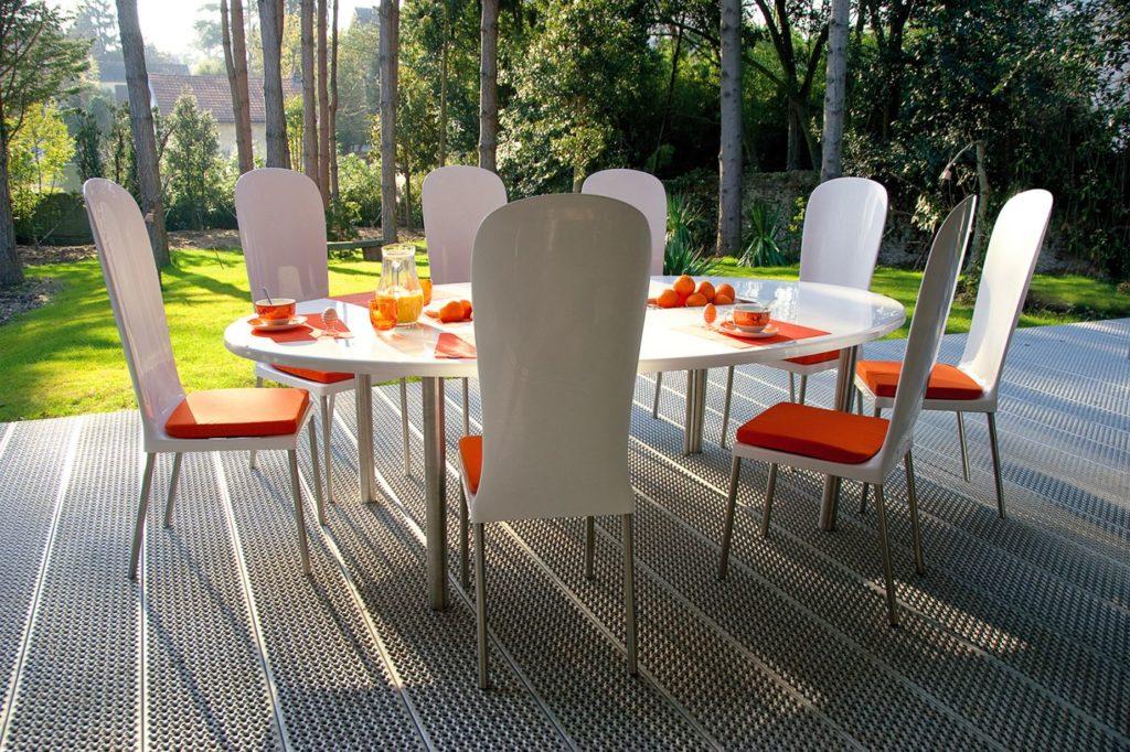 table jardin ovale design pour terrasse avec oranges