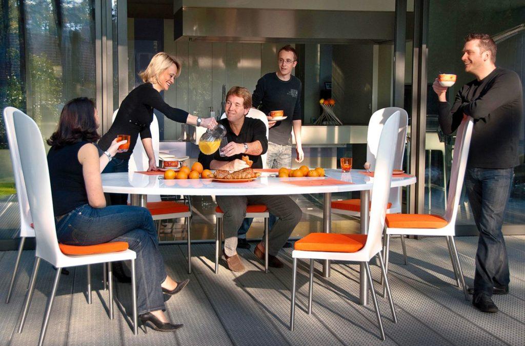 table jardin ovale design pour petit dejeuner