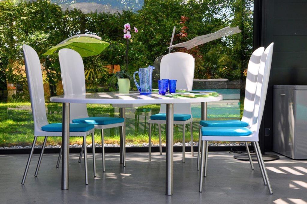 table jardin ovale design blanche avec 6 chaises